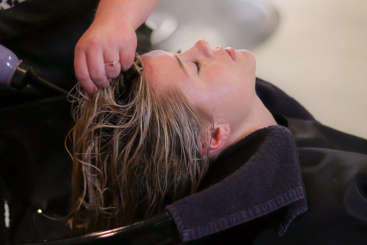 ¿Es malo lavar el pelo todos los días?